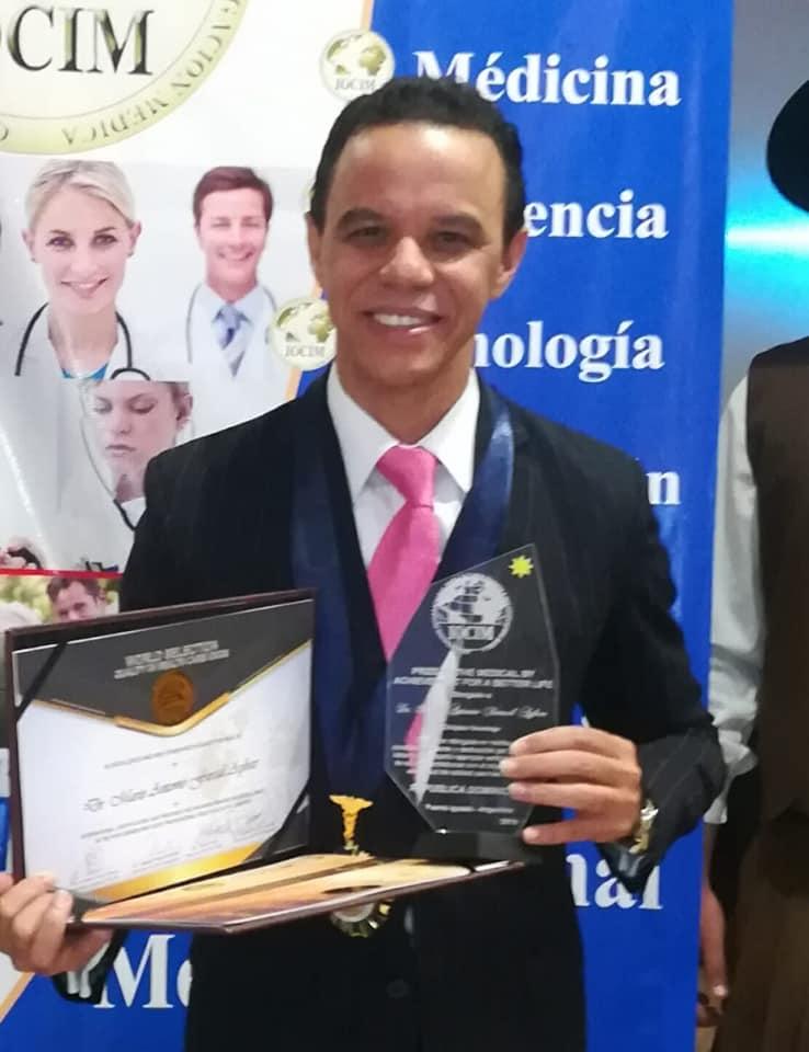 Read more about the article Cirujano oncólogo del Hospital Materno Infantil San Lorenzo de Los Mina es reconocido por organización internacional