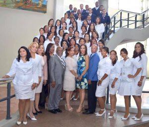 Hospital Materno Infantil San Lorenzo de Los Mina inviste 52 nuevos médicos especialistas