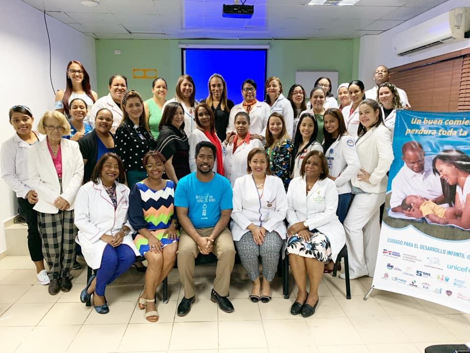 Read more about the article UNICEF imparte capacitación sobre el Cuidado para el Desarrollo Infantil en Maternidad de Los Mina