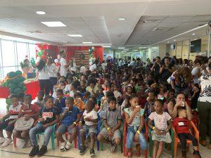 Niños del Hospital Materno Infantil San Lorenzo de Los Mina disfrutan de fiesta navideña