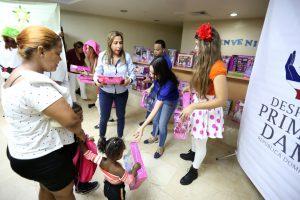 Despacho de la Primera Dama lleva alegría y juguetes a niños y niñas del Hospital Materno Infantil San Lorenzo de Los Mina