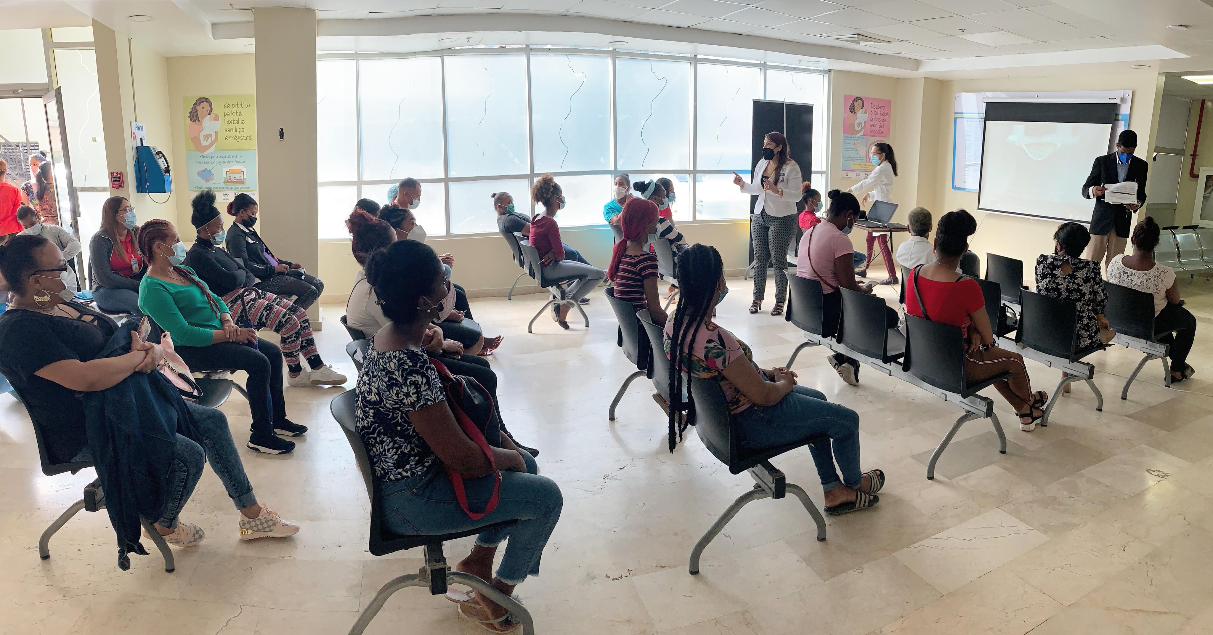 Read more about the article Usuarias de la Maternidad de Los Mina reciben charla sobre violencia contra la mujer
