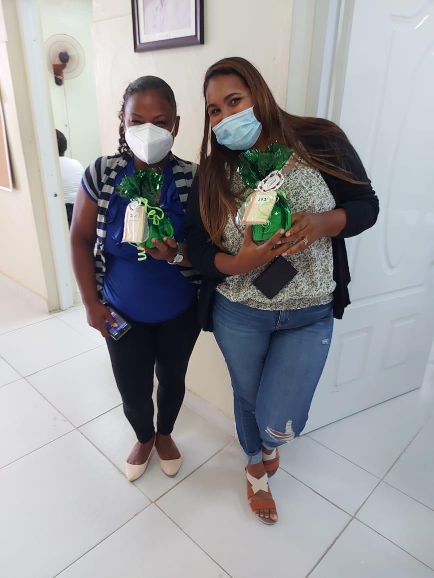 Maternidad de Los Mina agasaja a las secretarias en su día